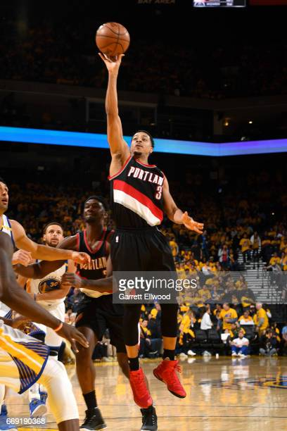 J McCollum of the Portland Trail Blazers shoots the ball during the game against the Golden State Warriors during the Western Conference...