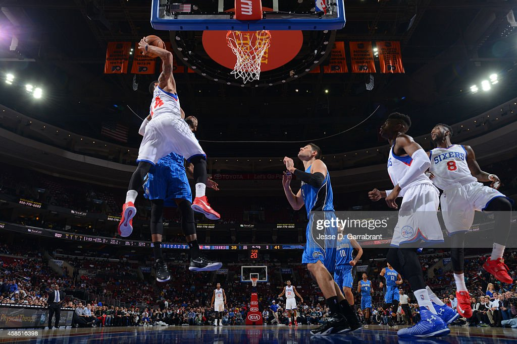 K.J McDaniels #14 of the Philadelphia 76ers dunks against Maurice Harkless #21 of the Orlando Magic on November 5, 2014 at the Wells Fargo Center in Philadelphia, Pennsylvania.