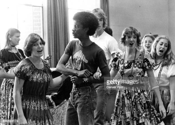 MAY 20 1977 JUN 9 1977 JUL 6 1977 mcGregor's beggars sing 'mountain song' medley rehearsal at Thomas Jefferson three in front are from left Ann Jeffs...