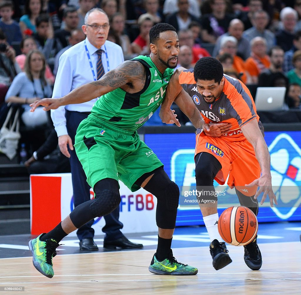 Mckee of Le Mans (R) vies with Lighthy of ASVEL (L) during the Basketball men's National Cup Final match between ASVEL and Le Mans at Hotel Accor Arena Bercy on May 1, 2016 in Paris, France.