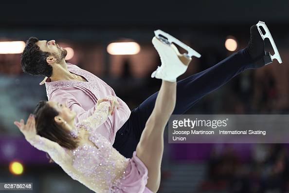 Meagan Duhamel and Eric Radford of Canada compete during Senior Pairs Free Skating on day two of the ISU Junior and Senior Grand Prix of Figure...