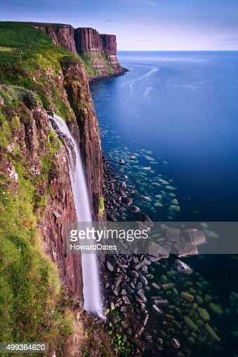 Mealt cascade sur l'Île de Skye Coast/Écosse