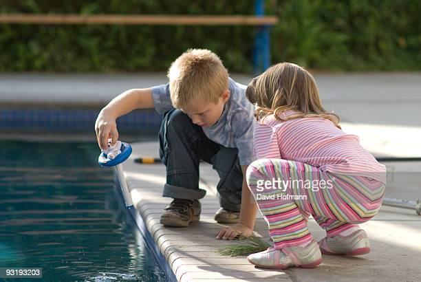 Measuing water temperature