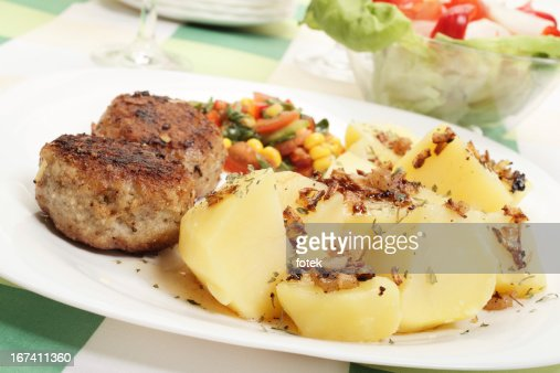 Meatballs with boiled potatoes : Bildbanksbilder