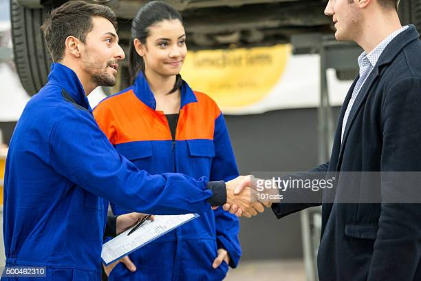 Mécanicien et client