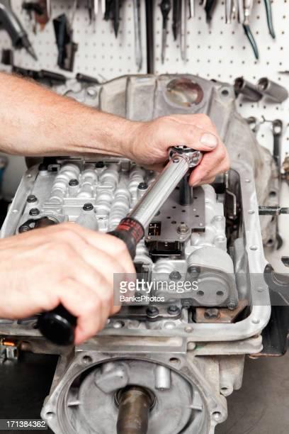Mechanic Bolting Transmission Valve Body Components