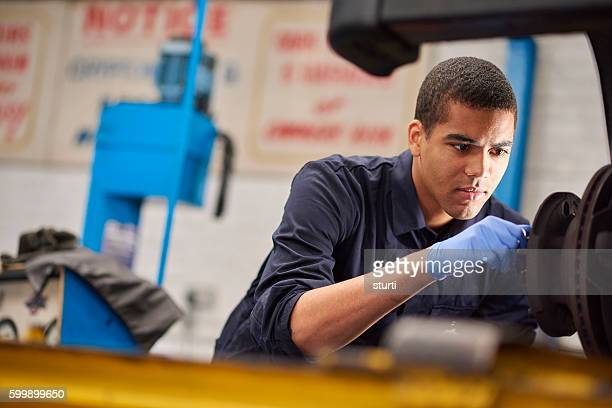 Mechanic fixing brake discs