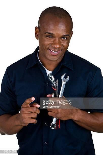 Mecânico segurando ferramentas