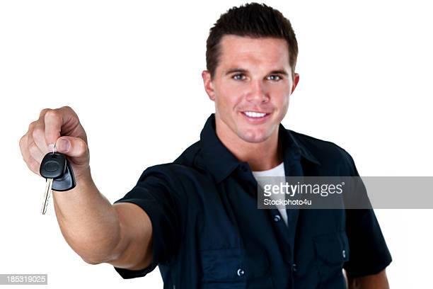 Mechaniker Auto Schlüssel übergeben