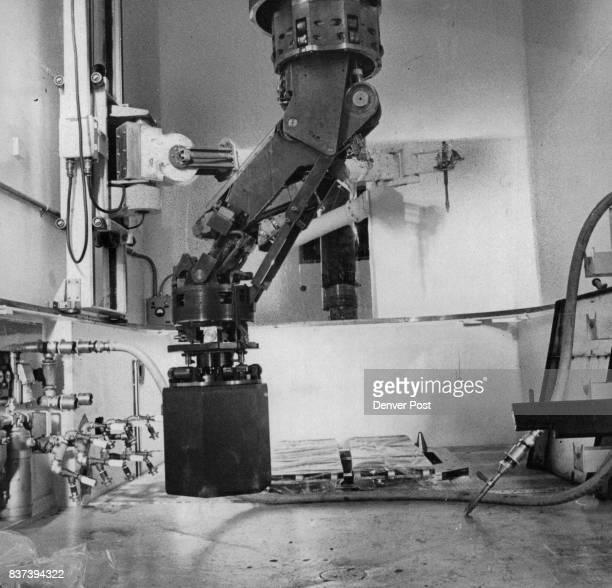 Mechanical arm of FuelHandling Machine is Demonstrated The block being moved is a dummy of a graphiteencased 42inchhigh fuel element Credit Denver...