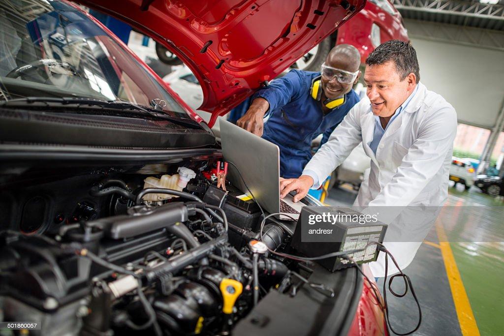 Un auto de fijación mecánica : Foto de stock