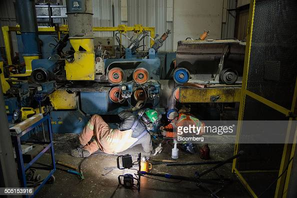 Mechanics make repairs to the plaining machine at the Resolute Forest Products mill in Thunder Bay Canada Ontario on Friday Jan 8 2016 Resolute...