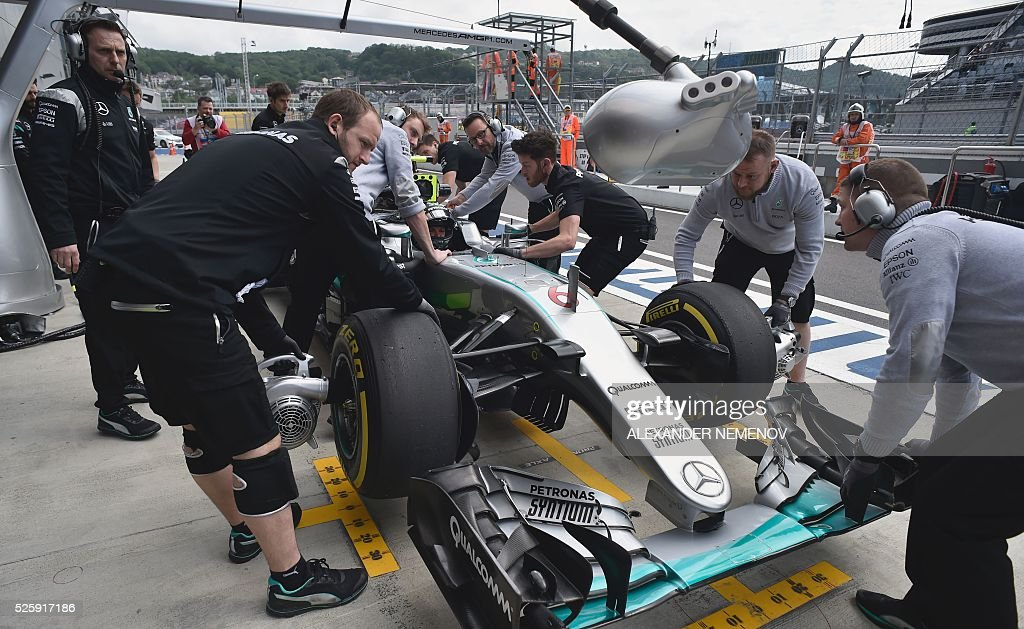 Mechanics work on the car of Mercedes AMG Petronas F1 Team's German driver Nico Rosberg during the first practice session of the Formula One Russian Grand Prix at the Sochi Autodrom circuit on April 29, 2016. / AFP / ALEXANDER