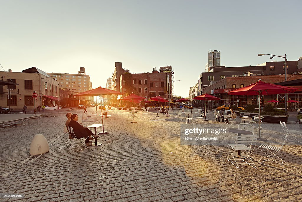 Mecktpacking district at sunset with lens flares Is a neighborhood in the New York City borough of Manhattan