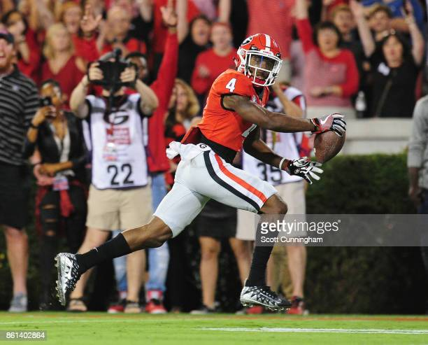 Mecole Hardman of the Georgia Bulldogs runs with a catch for a touchdown against the Missouri Tigers at Sanford Stadium on October 14 2017 in Athens...
