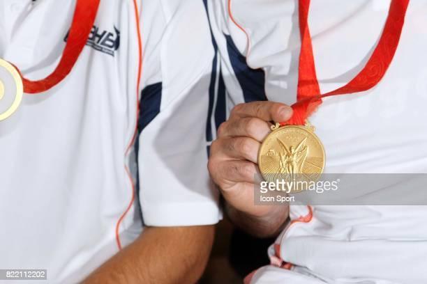 Medaille d'or olympique Arrivee a Montpellier des medailles d'or olympique du Montpellier Handball accompagnes de Nicola KARABATIC
