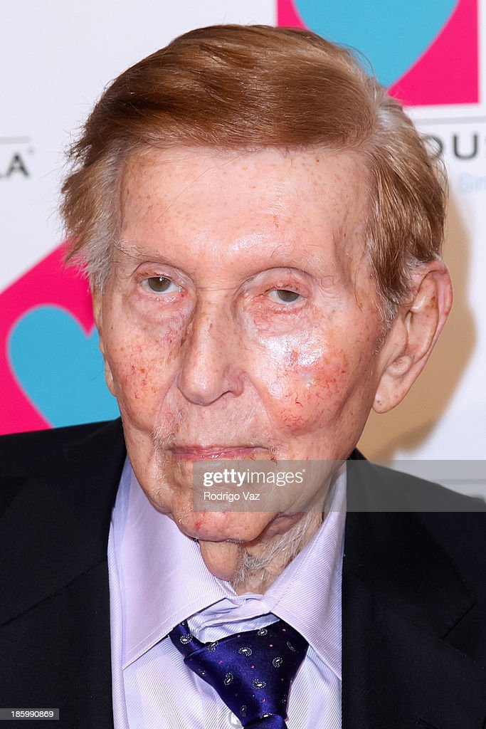Media magnate <a gi-track='captionPersonalityLinkClicked' href=/galleries/search?phrase=Sumner+Redstone&family=editorial&specificpeople=213192 ng-click='$event.stopPropagation()'>Sumner Redstone</a> arrives at the Friendly House Los Angeles Annual Awards Luncheon at The Beverly Hilton Hotel on October 26, 2013 in Beverly Hills, California.