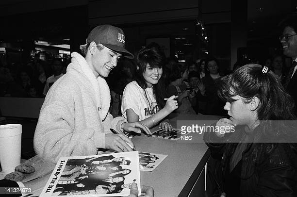 MarkPaul Gosselaar as Zack Morris Tiffani Thiessen as Kelly Kapowski Photo by Joseph Del Valle/NBCU Photo Bank