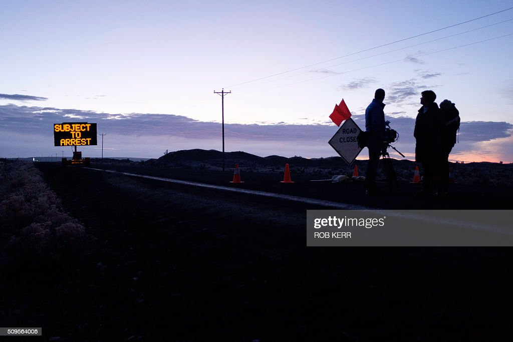 Media wait at a checkpoint about 4 miles from the Malheur Wildlife Refuge Headquarters near Burns, Oregon, on February 11, 2016. The FBI surrounded the last protesters holed up at a federal wildlife refuge in Oregon amid reports they will surrender on Thursday, suggesting the weeks-long armed siege is approaching a climax. / AFP / Rob Kerr