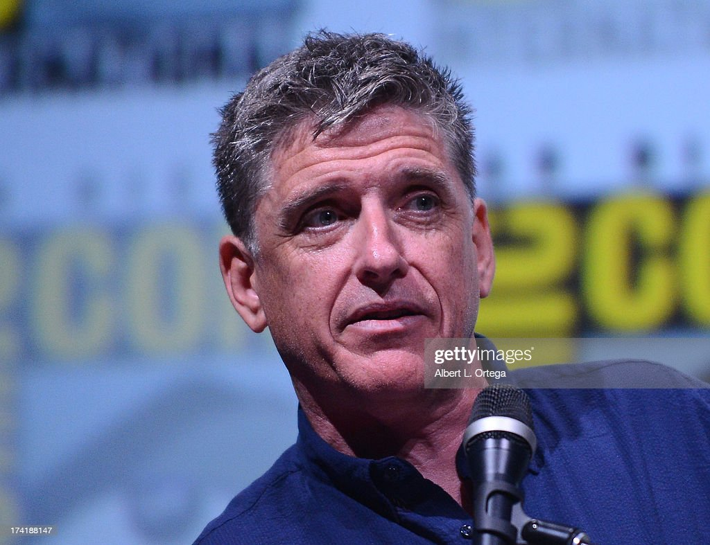 Mediator <a gi-track='captionPersonalityLinkClicked' href=/galleries/search?phrase=Craig+Ferguson+-+Apresentador+de+Talk+Show&family=editorial&specificpeople=204509 ng-click='$event.stopPropagation()'>Craig Ferguson</a> speaks onstage at BBC America's 'Doctor Who' 50th Anniversary panel during Comic-Con International 2013 at San Diego Convention Center on July 21, 2013 in San Diego, California.