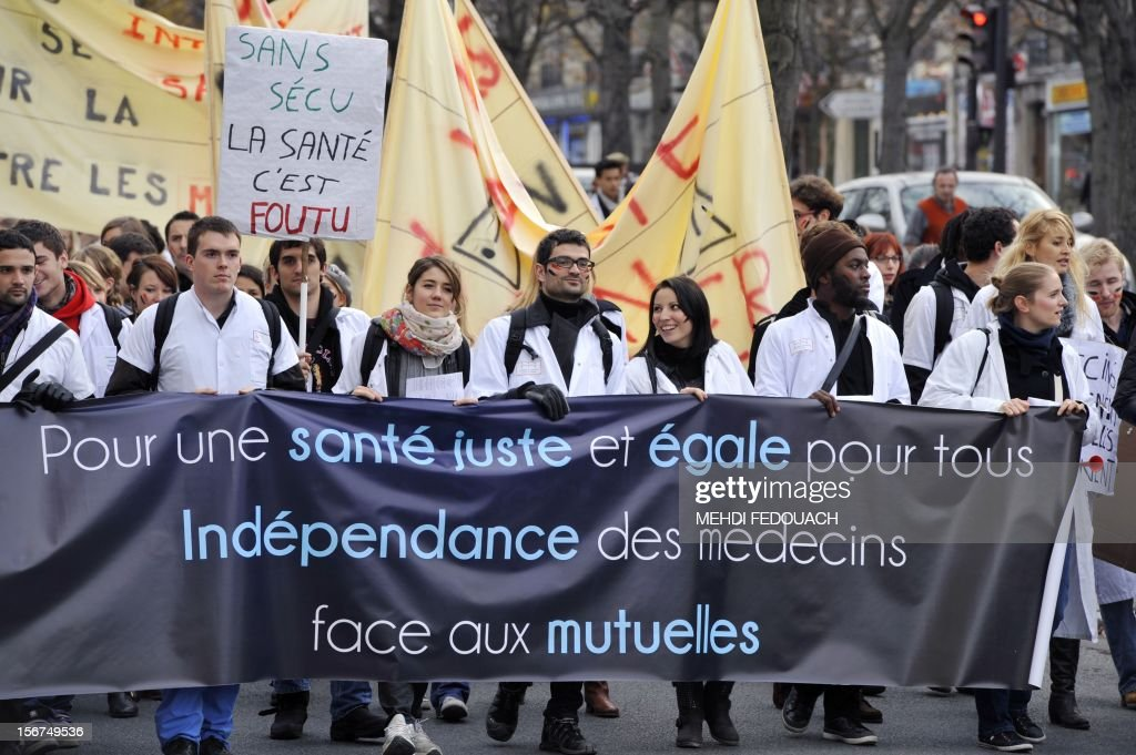 Medical interns demonstrate to defend their working conditions, on November 20, 2012 in Paris. AFP PHOTO MEHDI FEDOUACH