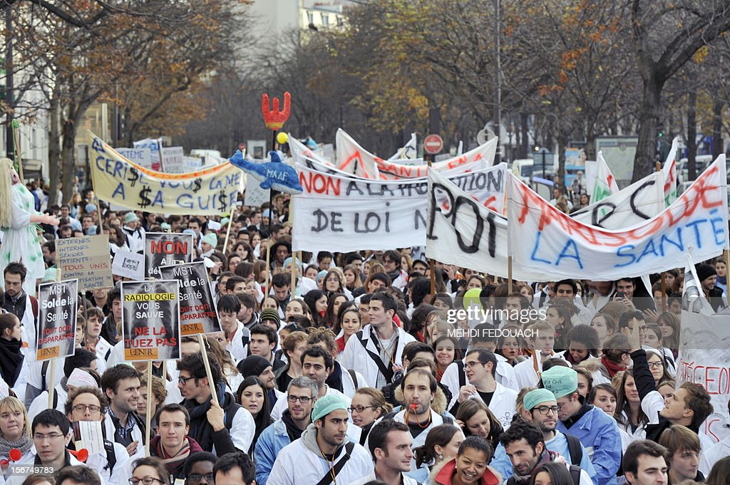 Medical interns demonstrate to defend their working conditions, on November 20, 2012 in Paris.