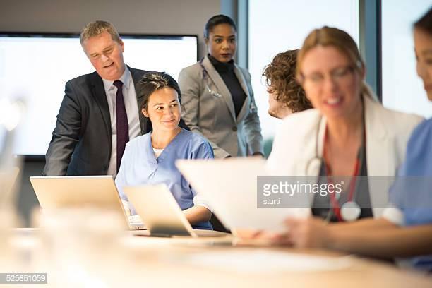 Medizinischen Experten-team briefing