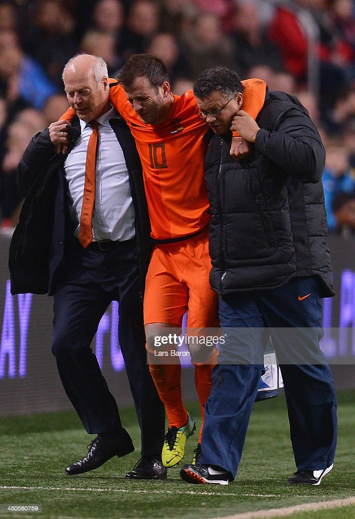 Medical staff of Netherlands helps injurd <a gi-track='captionPersonalityLinkClicked' href=/galleries/search?phrase=Rafael+van+der+Vaart&family=editorial&specificpeople=210815 ng-click='$event.stopPropagation()'>Rafael van der Vaart</a> during the International Friendly match between Netherlands and Colombia at Amsterdam ArenA on November 19, 2013 in Amsterdam, Netherlands.