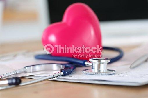 Stock Corazón Cabeza Juguete Estetoscopio Foto Médico Rojo De Y 3L54RjA