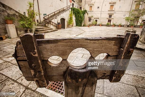 Mittelalterliche Pranger in den Village Square