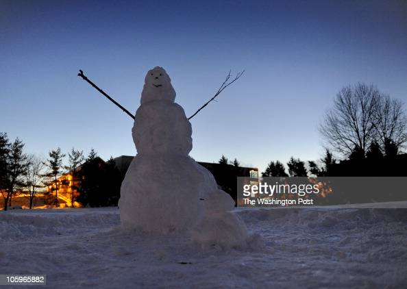 MEDigout Photos by Michael S Williamson NEG#00000 DIGGING OUT IN KENSINGTON MARYLAND This snow man seems to be celebrating the end of this round of...