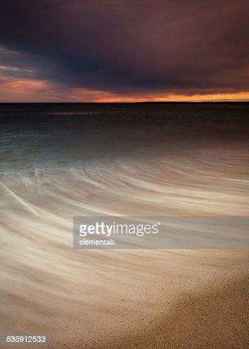 Paisagem mediterrânica em uma Praia ao pôr do sol : Foto de stock
