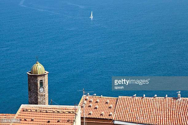 Mediterrane Szene. Clocktower in Castelsardo (Sardinien), Italien