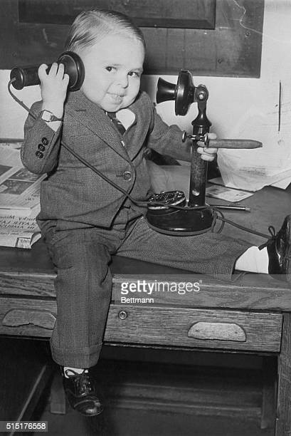 Meet the World's Smallest Man St Louis Mo A telephone receiver is quite a load for Paul Del Rio to lift for Paul has to cope with an instrument made...