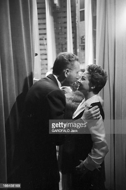 Meeting Charles Trenet France Paris 30 avril 1955 le poète auteurcompositeurinterprète français Charles TRENET donne un récital dans une salle...
