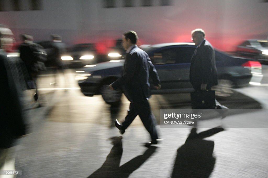 A Meeting Day For <a gi-track='captionPersonalityLinkClicked' href=/galleries/search?phrase=Nicolas+Sarkozy&family=editorial&specificpeople=211375 ng-click='$event.stopPropagation()'>Nicolas Sarkozy</a>. Nicolas SARKOZY regagnant sa voiture sur le tarmac de l'aéroport du BOURGET, suivi de Dominique BUSSEREAU le ministre de l'Agriculture, après le meeting à Poitiers pour défendre le 'oui' à la Constitution européenne.