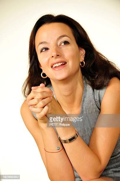 Meeting Eliette Abecassis And Benoite Groult Eliette ABECASSIS a reçu Benoîte Groult chez elle à PARIS pour un débat sur le féminisme les hommes et...