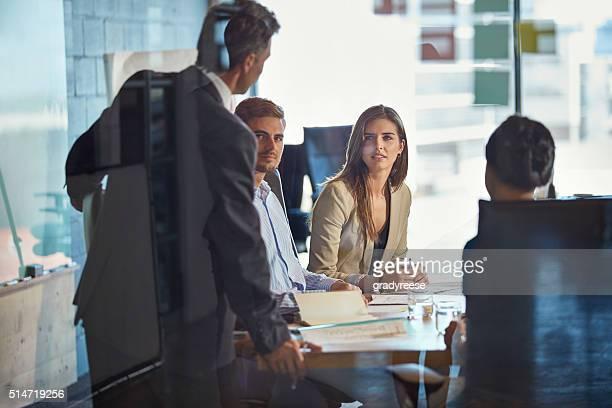 Treffen und diskutieren Sie wichtige geschäftliche Angelegenheiten
