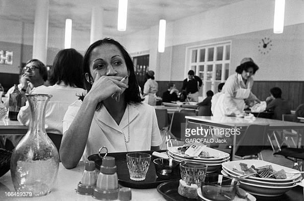 Meeting With Hospital Nurses France Lyon 21 octobre 1974 Dans la cantine de l'hôpital Edouard Herriot Françoise une infirmière de 25 ans travaillant...