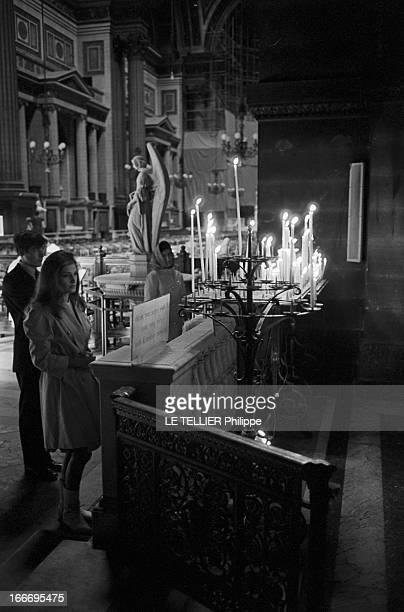 Meeting With Singer Dalida Rehearsing For The Olympia Le 04 octobre 1967 la chanteuse DALIDA se produit a l'Olympia Ici dans une église elle est venu...