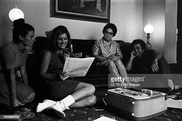 Meeting With Singer Dalida Rehearsing For The Olympia Le 04 octobre 1967 la chanteuse DALIDA se produit a l'Olympia Ici dans son salon au sol jonché...