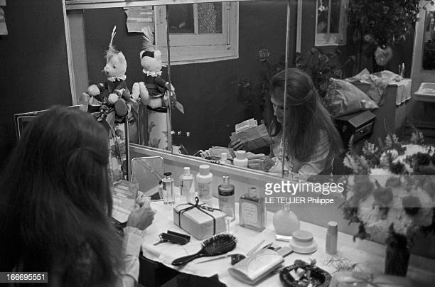 Meeting With Singer Dalida Rehearsing For The Olympia Le 04 octobre 1967 la chanteuse DALIDA se produit a l'Olympia Ici juste avant le spectacle dans...