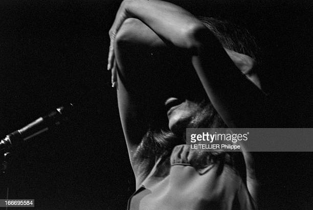 Meeting With Singer Dalida Rehearsing For The Olympia Le 04 octobre 1967 la chanteuse DALIDA se produisant sur scène a l'Olympia les bras levés...