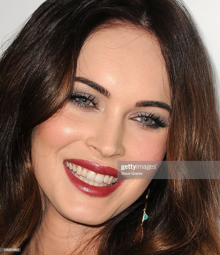 <a gi-track='captionPersonalityLinkClicked' href=/galleries/search?phrase=Megan+Fox&family=editorial&specificpeople=2239934 ng-click='$event.stopPropagation()'>Megan Fox</a> arrives at the 'This Is 40' - Los Angeles Premiere at Grauman's Chinese Theatre on December 12, 2012 in Hollywood, California.