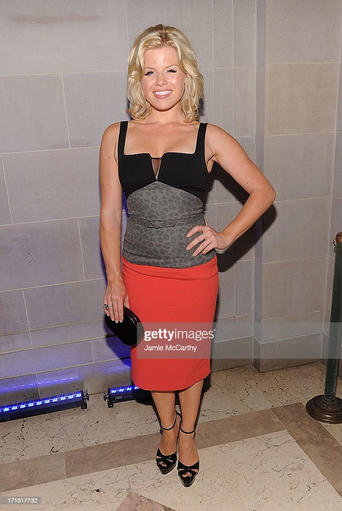 <a gi-track='captionPersonalityLinkClicked' href=/galleries/search?phrase=Megan+Hilty&family=editorial&specificpeople=602492 ng-click='$event.stopPropagation()'>Megan Hilty</a> attends 'White House Down' New York Premiere at on June 25, 2013 in New York City.