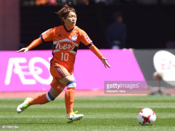 Megumi Kamionobe of Albirex Nigata in action during the Nadeshiko League match between Albirex Niigata Ladies and INAC Kobe Leonessa at Denka Big...