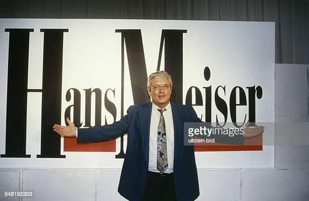 Meiser Hans * Fernsehmoderator D Halbportrait steht vor seinem Namenszug undatiert