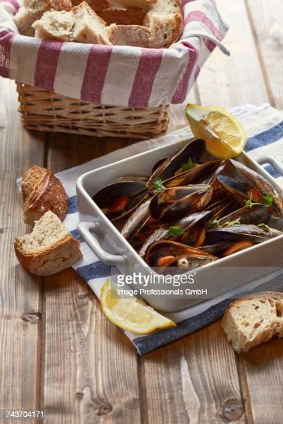 Mejillones a la marineira (Spanish mussel dish)