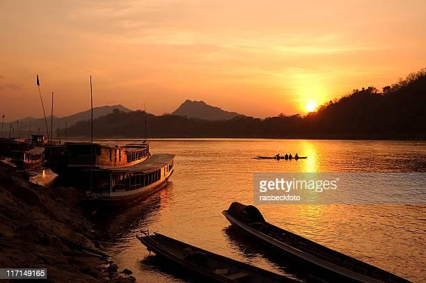 Fleuve Mékong au coucher du soleil à Luang Prabang, du Laos