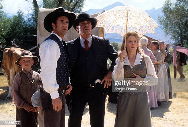 Mel Gibson James Garner and Jodie Foster looking up to the sky in a scene from the film 'Maverick' 1994